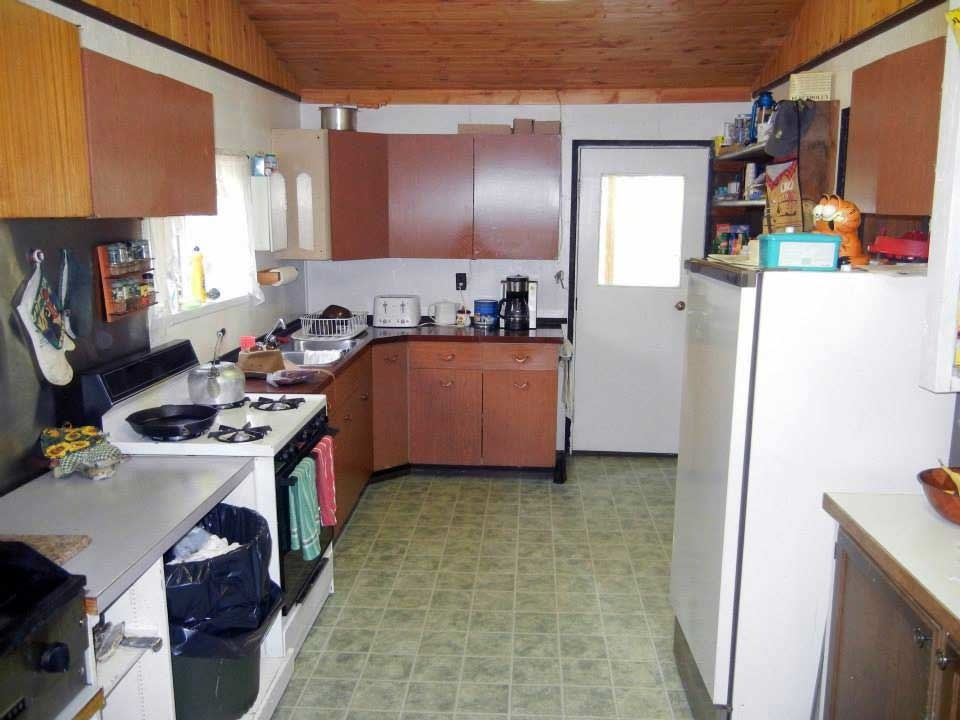 The do it yourself kitchen at Namushka Lodge