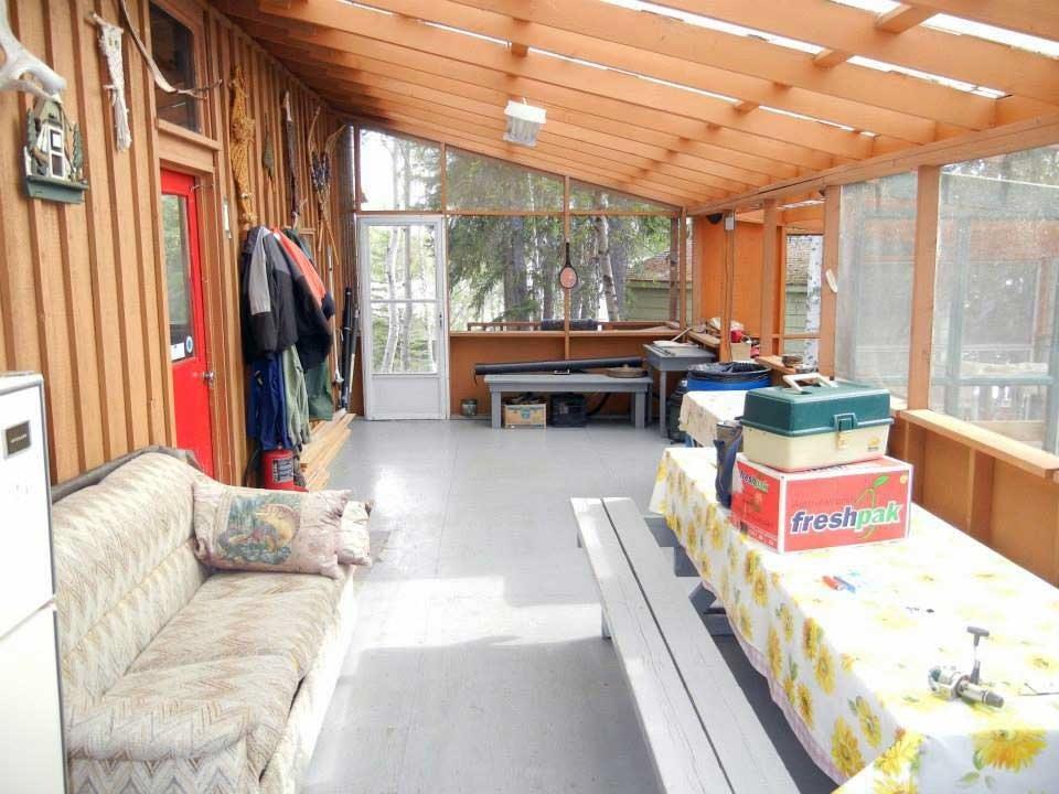 Sun Porch at Namushka Lodge with a hot tub.
